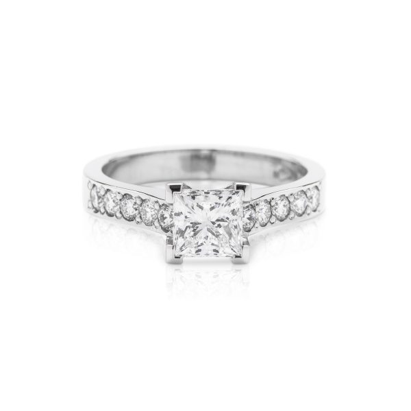 Princess cut 4 claw platinum diamond engagement ring