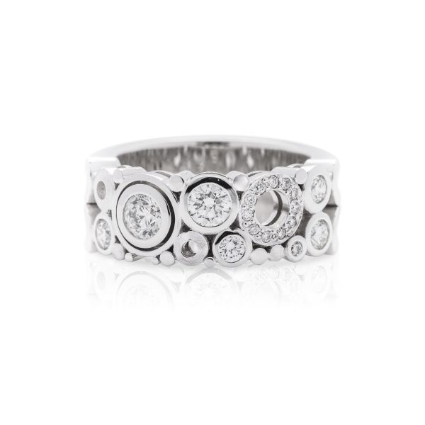 18ct white gold diamond dress ring, medium diamond cabonated ring