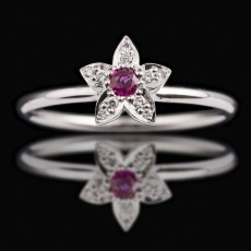 18ct White Gold 5 Petal Pointy Ruby Diamond [18ct White Gold 5 Petal Pointy Ruby Diamond  | M | Pinky Red]